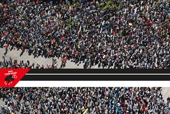 Logo #POCODEROOD over een menigte mensen